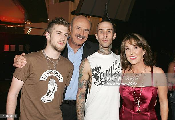 PRICING*** Television host Dr Phil McGraw wife Robin their son Jordan McGraw pose with drummer Travis Barker backstage during the 41st Annual Academy...