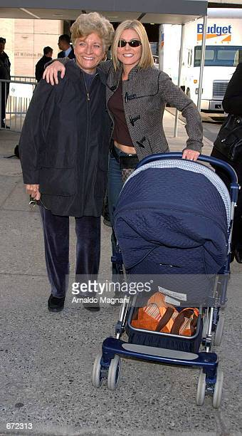 Television host Kelly Ripa of Live With Regis and Kelly arrives at Lincoln Center for a gala benefitting Paul Newman's Hole In The Wall foundation...