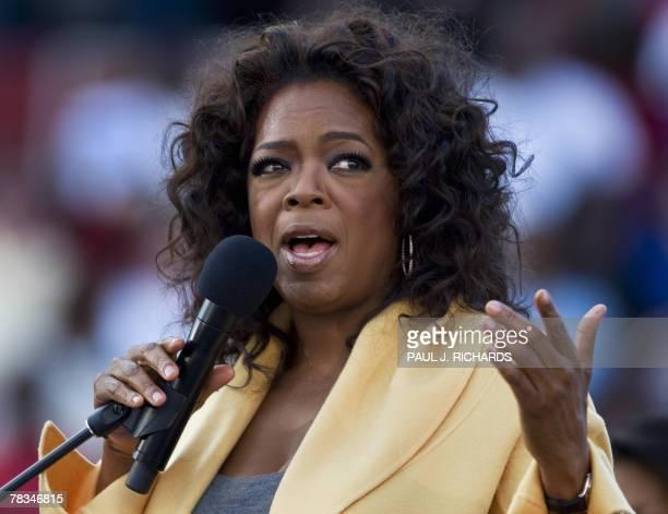 Television host Oprah Winfrey delivers remarks on behalf of Illinois Senator and Democratic presidential hopeful Barack Obama 09 December 2007 inside...
