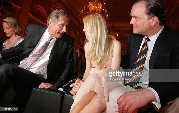 Television host Ulrich Wickert Prince Alexander zu SchaumburgLippe and his wife Nadja Anna zu SchaumburgLippe chat together prior to the Prix Veuve...