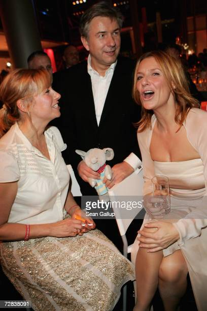 Television hostess Andrea Kiewel Berlin mayor Klaus Wowereit and actress Kim Fisher attend the Herz fuer Kinder charity gala at Axel Springer Haus...