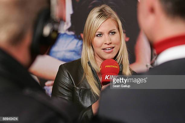 """Television hostess Nadine Krueger reports from the German premiere of """"Elizabethtown"""" October 17, 2005 in Berlin, Germany."""