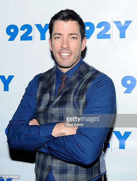 Television Personalities Drew Scott attends the 92nd Street Y Talk With HGTV'S Jonathan And Drew Scott at 92nd Street Y on April 5 2016 in New York...