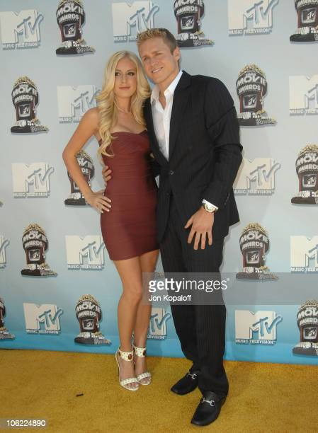 Television personalities Heidi Montag and Spencer Pratt arrive to the 2008 MTV Movie Awards at the Gibson Amphitheatre on June 1 2008 in Universal...