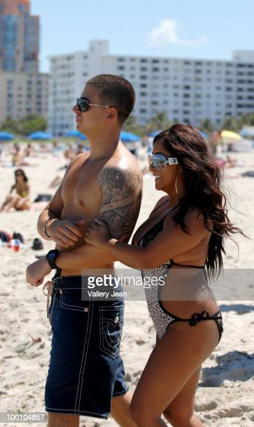 Television personalities Vinny Guadagnino and Nicole Snooki Polizzi visit the beach on May 20 2010 in Miami Beach Florida