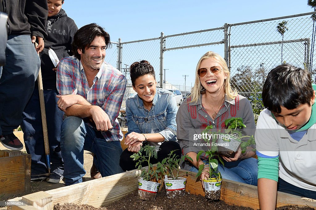 Television personality Carter Oosterhouse and actresses Emmanuelle Chriqui and Amy Smart celebrate Earth Day with the Environmental Media Association at Cochran Middle School on April 18, 2013 in Los Angeles, California.