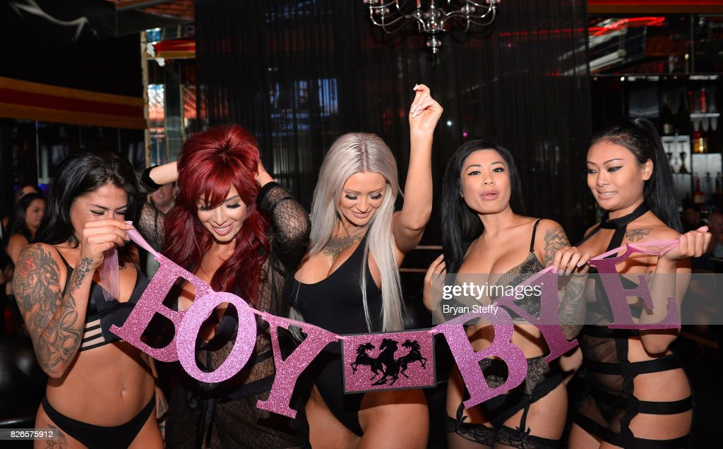 Free latina booty boob