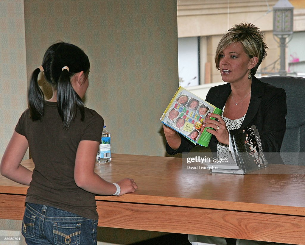 """Kate Gosselin Book Signing For """"Eight Little Faces"""" : News Photo"""