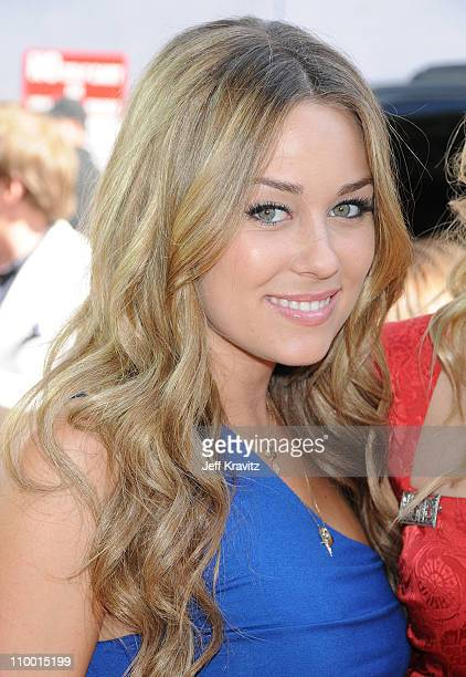 Television personality Lauren Conrad arrives to the 2008 MTV Movie Awards at the Gibson Amphitheatre on June 1, 2008 in Universal City, California.