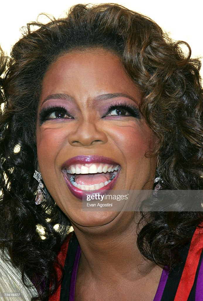 Television personality Oprah Winfrey arrives at the 2007 Vanity Fair Oscar Party at Mortons on February 25, 2007 in West Hollywood, California.