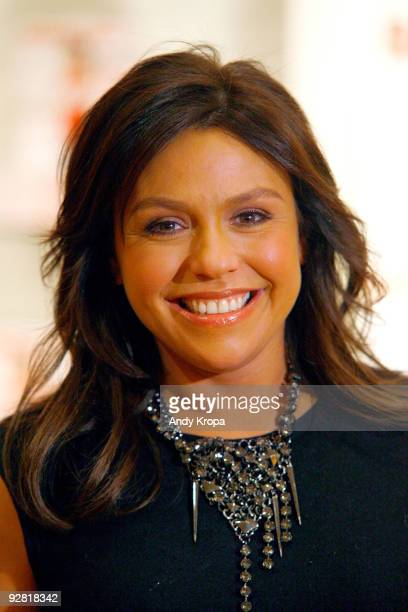 "Television personality Rachael Ray promotes ""Book of 10"" at Williams Sonoma At The Shop on November 5, 2009 in New York City."