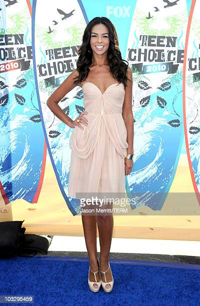 Television personality Terri Seymour arrives at the 2010 Teen Choice Awards at Gibson Amphitheatre on August 8 2010 in Universal City California