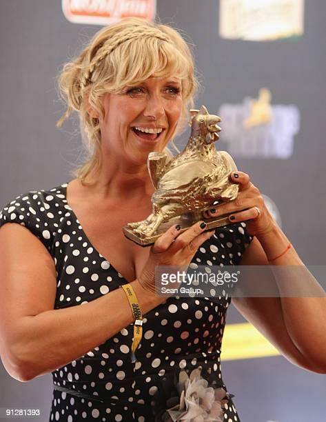 Television presenter Andrea Kiewel holds her Goldene Henne Award at the Goldene Henne 2009 awards at Friedrichstadtpalast on September 30 2009 in...
