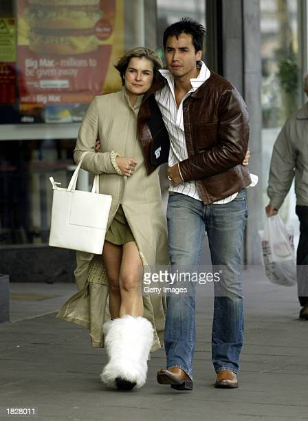 Television Presenter Katie Hill and her boyfriend Trey Farley walk through Notting Hill after spending the afternoon shopping March 4 2003 in London