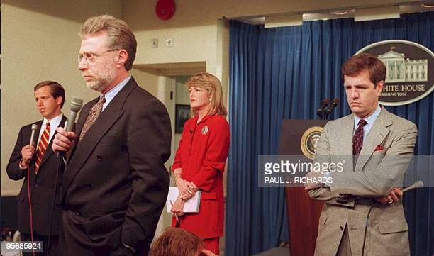 Television reporters Brian Williamsof NBC Wolf Blitzer of CNN Rita Braver of CBS and Brit Hume of ABC await the arrival of US President Bill Clinton...