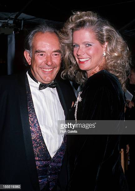 Television Robin Leach and wife Judith Ledford attend Fifth Annual Rita Hayworth Alzeimer's Disease Gala on October 11 1989 at the Seagram's Building...