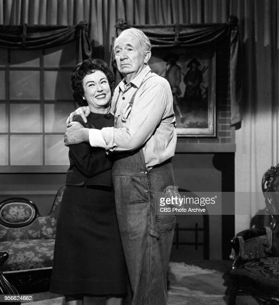 CBS television rural comedy The Real McCoys Episode Theater In The Barn originally broadcast April 6 1961 Pictured left to right Fay Wray and Walter...