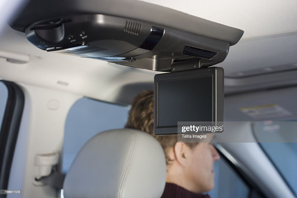 Television screen in car with man driving : Foto de stock