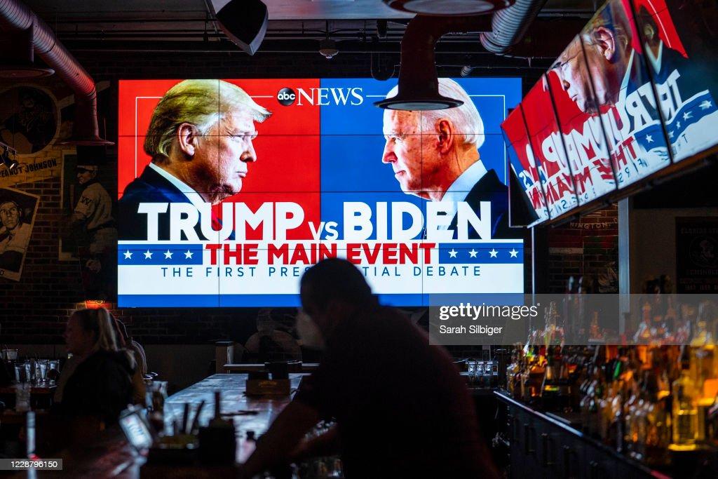 Americans Across The Nation Watch First Presidential Debate : Foto jornalística