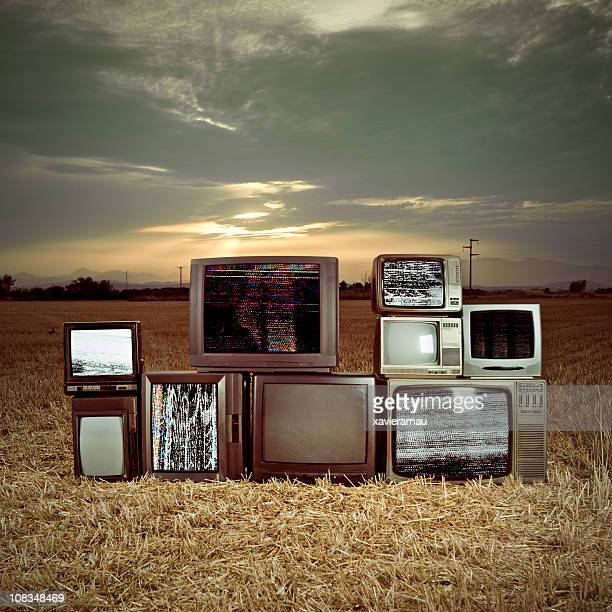 Téléviseurs dans l'obscurité