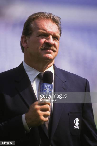 Televison annoucer Dan Dierdorf before a NFL football game between the Baltimore Ravens and the Jacksonville Jaguars on September 10 2000 at PSINet...
