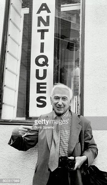 Telling poses If you'd like to see a real antique come here I will show you worldrenowed photograher Andre Kertesz 88 told The Star's Boris Spremo So...