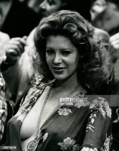 Telly Savalas's date attends Joe FrazierJerry Quarry Boxing Match on June 17 1974 at Madison Square Garden in New York City