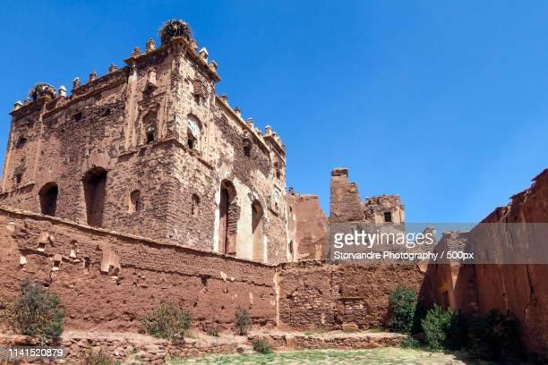 telouet kasbah palace against clear sky - telouet kasbah photos et images de collection
