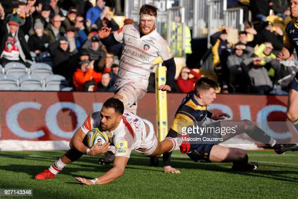 Telusa Veainu of Leicester Tigers scores a try during the Aviva Premiership match between Worcester Warriors and Leicester Tigers at Sixways Stadium...