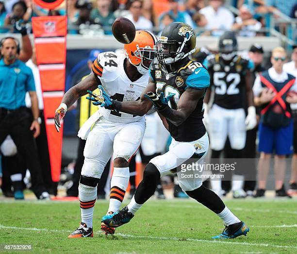 Telvin Smith of the Jacksonville Jaguars intercepts a pass intended for Ben Tate of the Cleveland Browns at EverBank Field on October 19 2014 in...