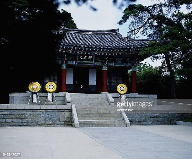 Tempel beim Haus der 99 Zimmer in derNähe von Kangnung 1990