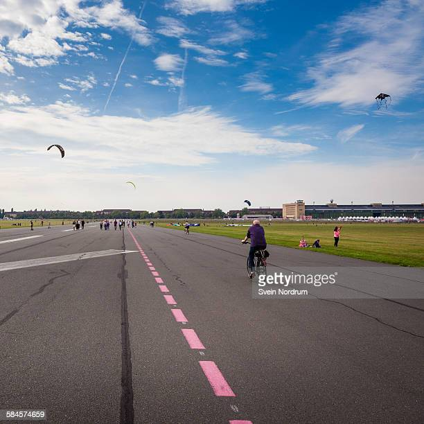 tempelhofer park, berlin - tempelhof airport stock pictures, royalty-free photos & images