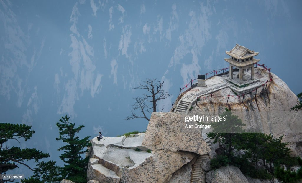 Temple at top of mountain, Mount Hua, Shaanxi Province, China : Stock Photo