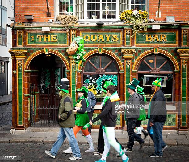 temple bar dublin - st patricks day stock pictures, royalty-free photos & images