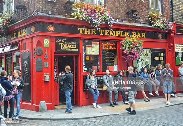 temple bar in dublin ireland - temple bar dublin stock photos and pictures