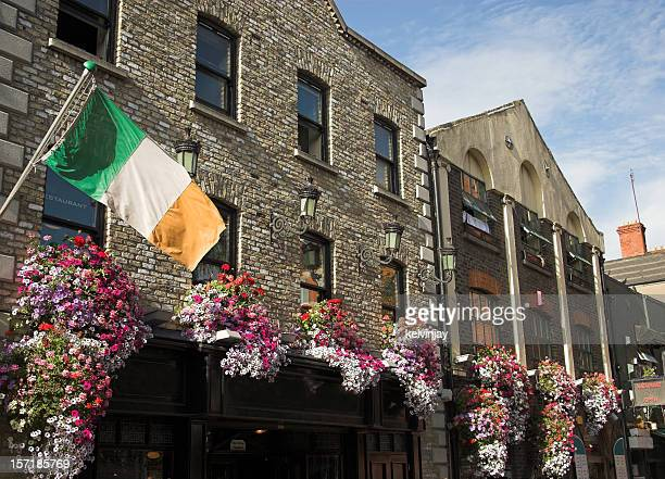 temple bar pub dublin - dublin stock pictures, royalty-free photos & images