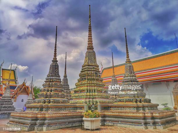 temple building against sky - wat pho stock pictures, royalty-free photos & images