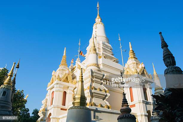 temple chedi, wat botum, phnom penh, cambodia - wat stock pictures, royalty-free photos & images
