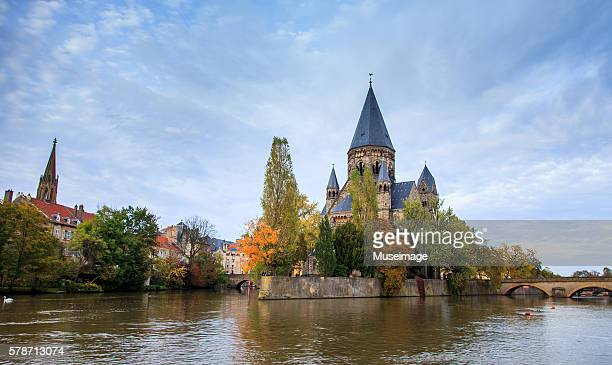 temple neuf de metz et river moselle - moselle france stock pictures, royalty-free photos & images