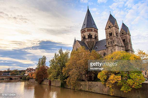 temple neuf de metz et river moselle - lorraine stock pictures, royalty-free photos & images