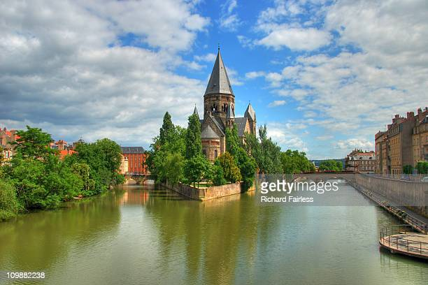 temple neuf in the moselle river - moselle france stock pictures, royalty-free photos & images