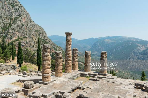 temple of apollo at delphi greece - naxos stockfoto's en -beelden