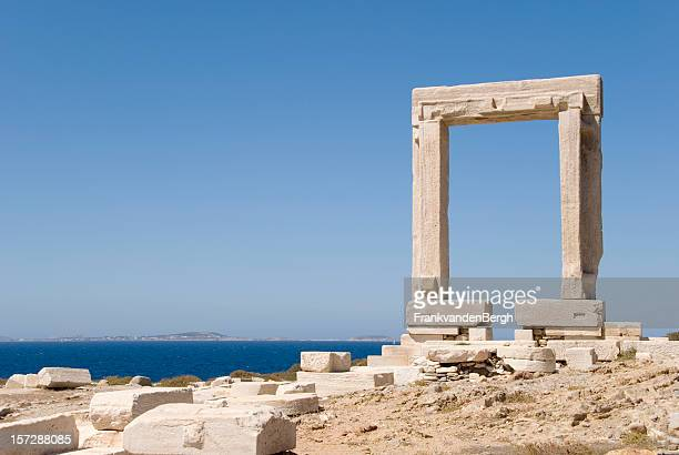 temple of apollo - naxos stockfoto's en -beelden