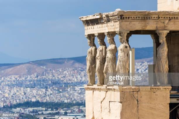 temple of athena nike, acropolis of athens, greece - diosa atenea fotografías e imágenes de stock