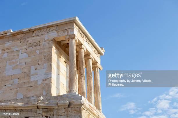 temple of athena nike, the acropolis of athens, greece - diosa atenea fotografías e imágenes de stock