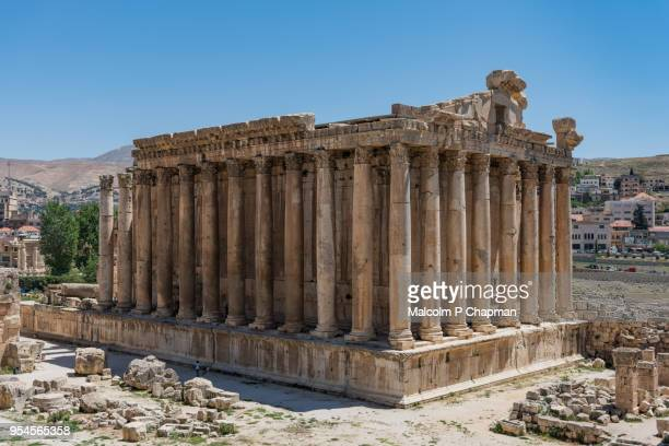 temple of bacchus at heliopolis, baalbek, bekaa valley, lebanon - libanon stock-fotos und bilder