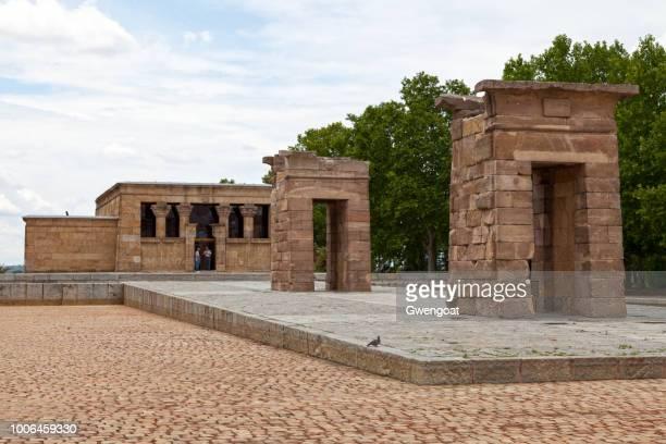 tempel van debod in madrid - gwengoat stockfoto's en -beelden