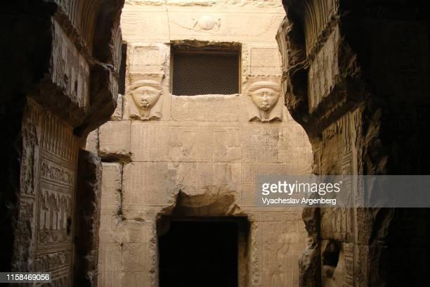 temple of hathor, dendera - tempelcomplex van dendera stockfoto's en -beelden