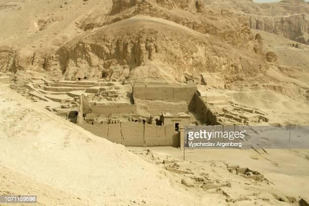 temple of  hathor in deir el-medina, an ancient egyptian village - argenberg ストックフォトと画像