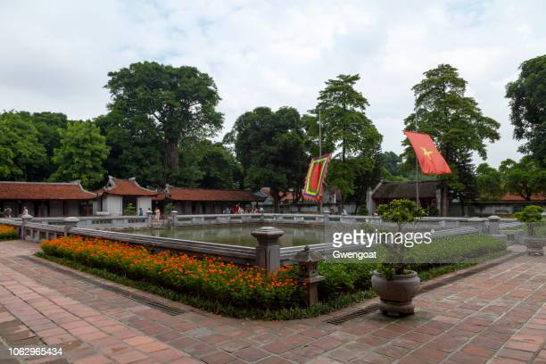temple of literature in hanoi - gwengoat stock pictures, royalty-free photos & images